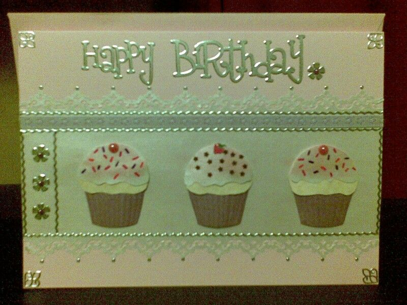 Who doesn't love a cupcake card?