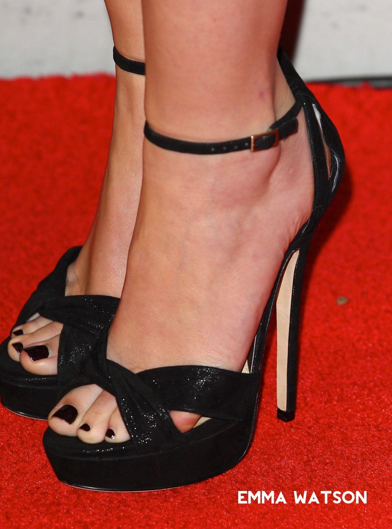 Pin On More Of Girls Feet 1