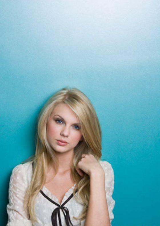 Taylor Swift Straight Hair 1 Jpg 560 791 Pixels Straight Hairstyles Pretty Blonde Hair Hair Affair