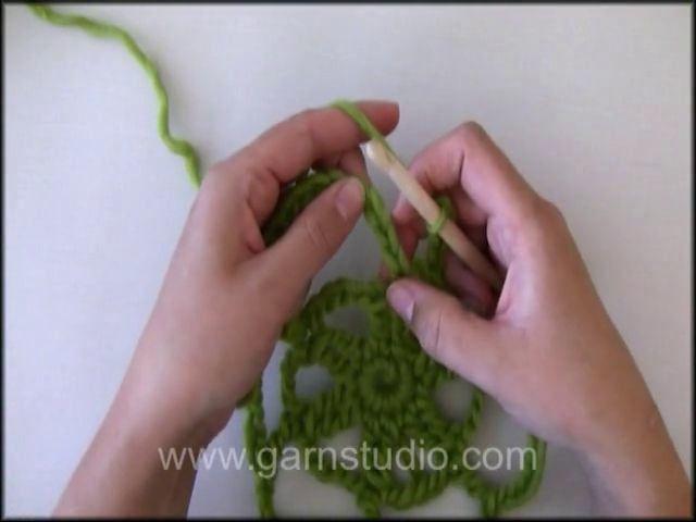 DROPS Crochet Tutorial: How to crochet a cobweb