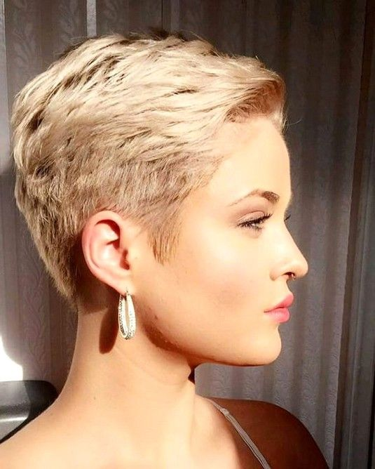 68 Best Stunning Pixie Short Hairstyle For Stylish Ladies Love To Try For Fall And Winter Pixie Hair Edgy Short Hair Super Short Hair Short Hair Trends