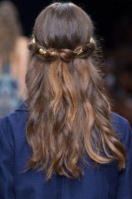 Image of 做個從頭美到腳的完美新娘:可為你整體造型大大加分的18 個髮型與髮飾靈感!