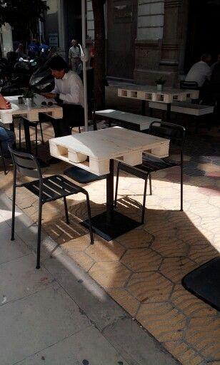 Como hacer una mesa de bar con palets paletas de madera - Como hacer una mesa con palets ...