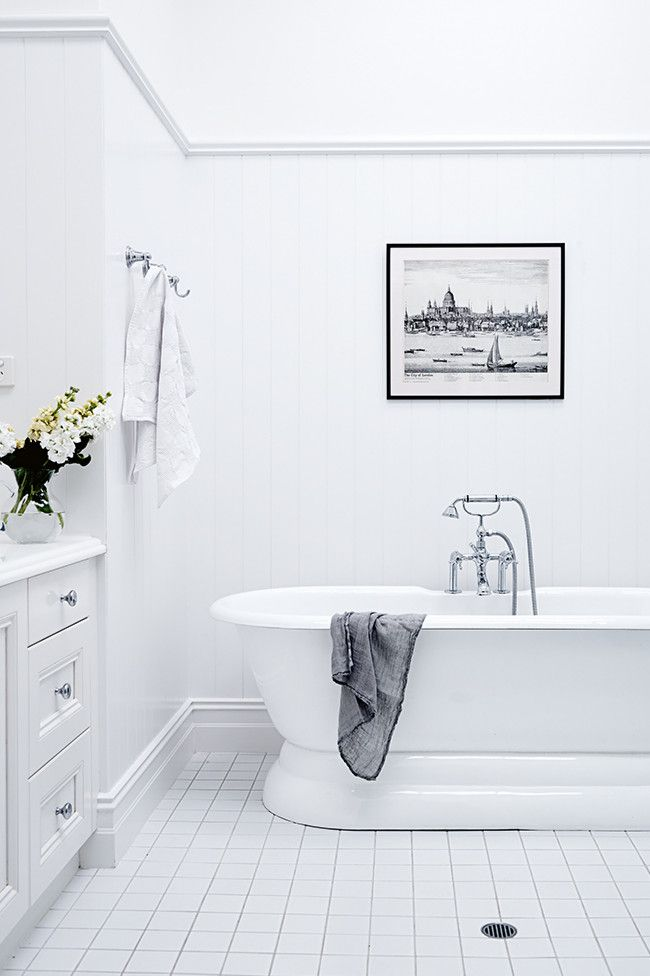 White Walls And Floors Light Up The Classic English Style Bathroom