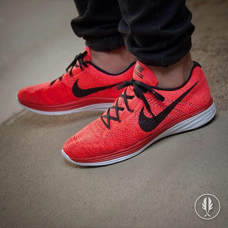 Nike Flyknit Lunar 3: University Red