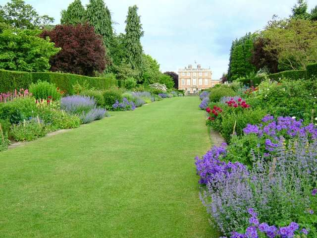 Double borders at Newby Hall, North Yorkshire. | Garden ...