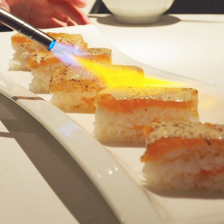 Making aburi salmon oshi sushi  by kwangskitchen
