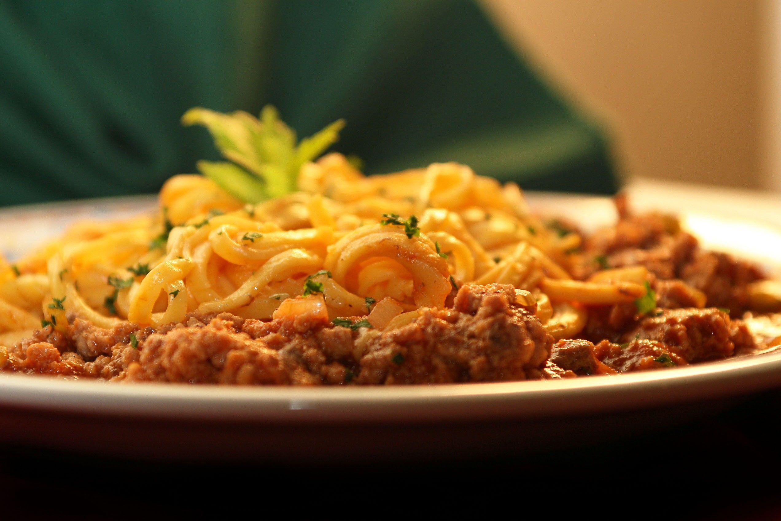 Molho de Macarrão - São 7 receitas de molho para macarrão deliciosos e originais italianas. Aprenda a preparar um delicioso molho de tomate, alho e óleo e o...