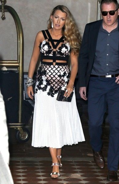 Blake Lively Steps Out in NYC - Pictures - Zimbio