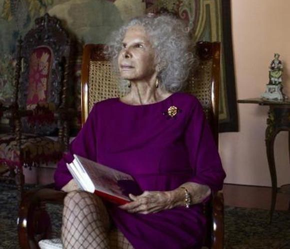 La Duquesa De Alba Pese A Mi Edad Sigo Sintiéndome Joven Tengo Muchas Ganas De Vivir Duque Estilo Real Moda