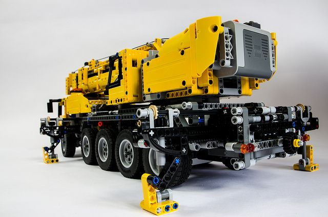 lego technic 42009 mobile crane by oxycrest via flickr. Black Bedroom Furniture Sets. Home Design Ideas