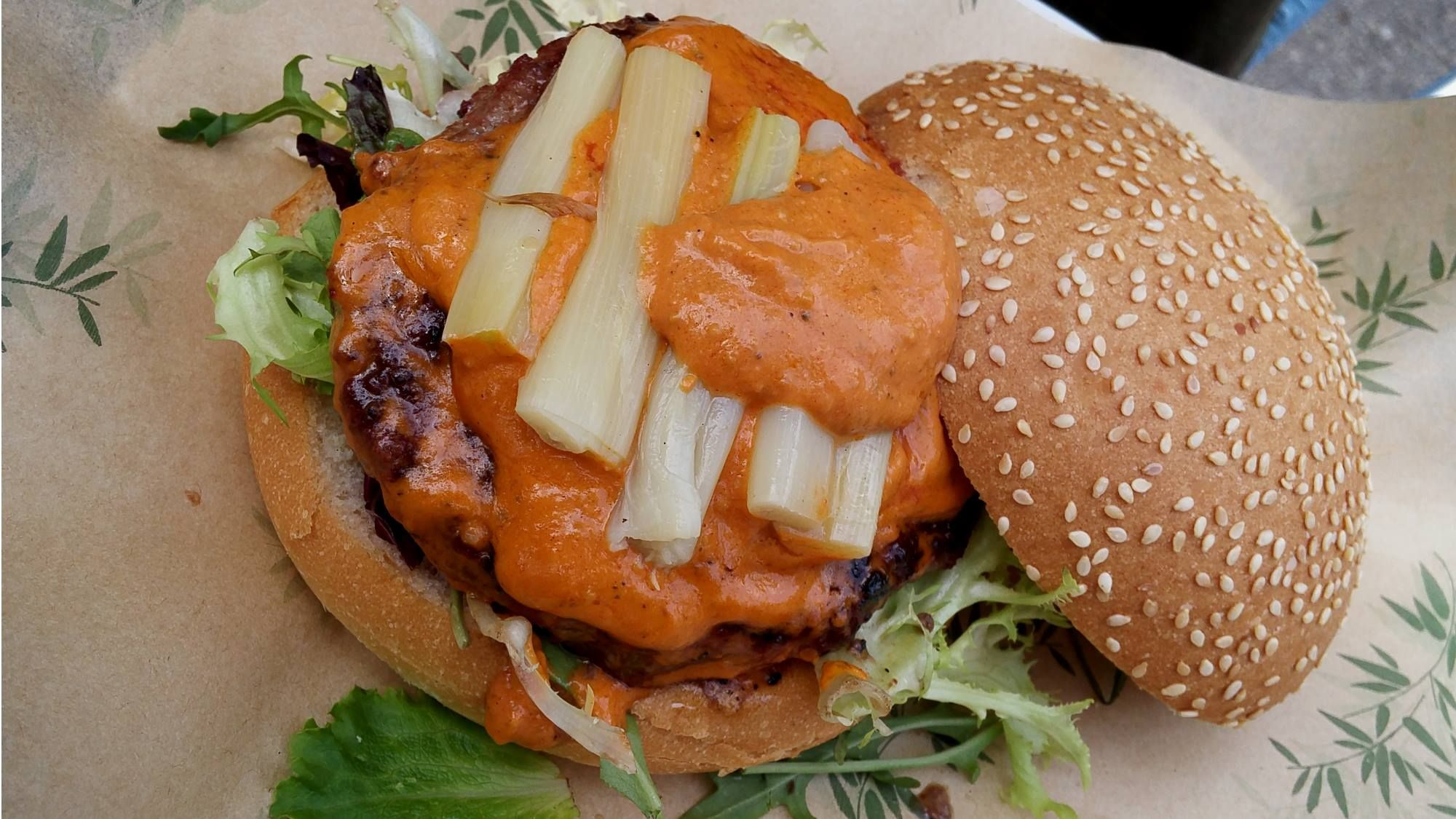 Hoy hemos estado en La Informal, una hamburguesería gourmet situada en plena Rambla del Raval.
