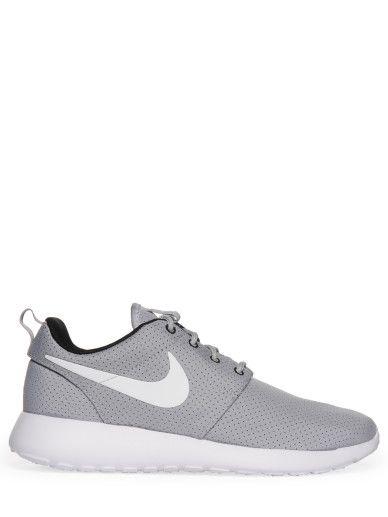 Nike Rosherun Sneaker wolf grey white black,Low Cut,strapazierfähiges Gewebe mit Polka Dots,abgerundete Kappe,4-Lochschnürung,Logopatch an der Zunge,stiltypischer Swoosh seitlich,leicht profilierte Laufsohle,gepolsterte Innensohle,Wir haben für dich anprobiert. Der Schuh fällt normal aus!