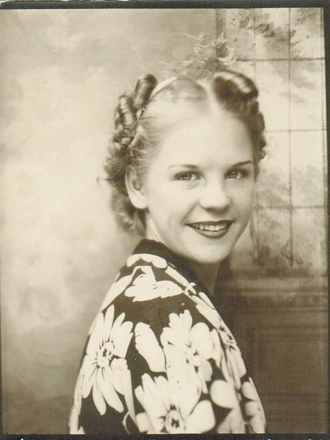 Vintage Photo Booth Picture 1940s lady.