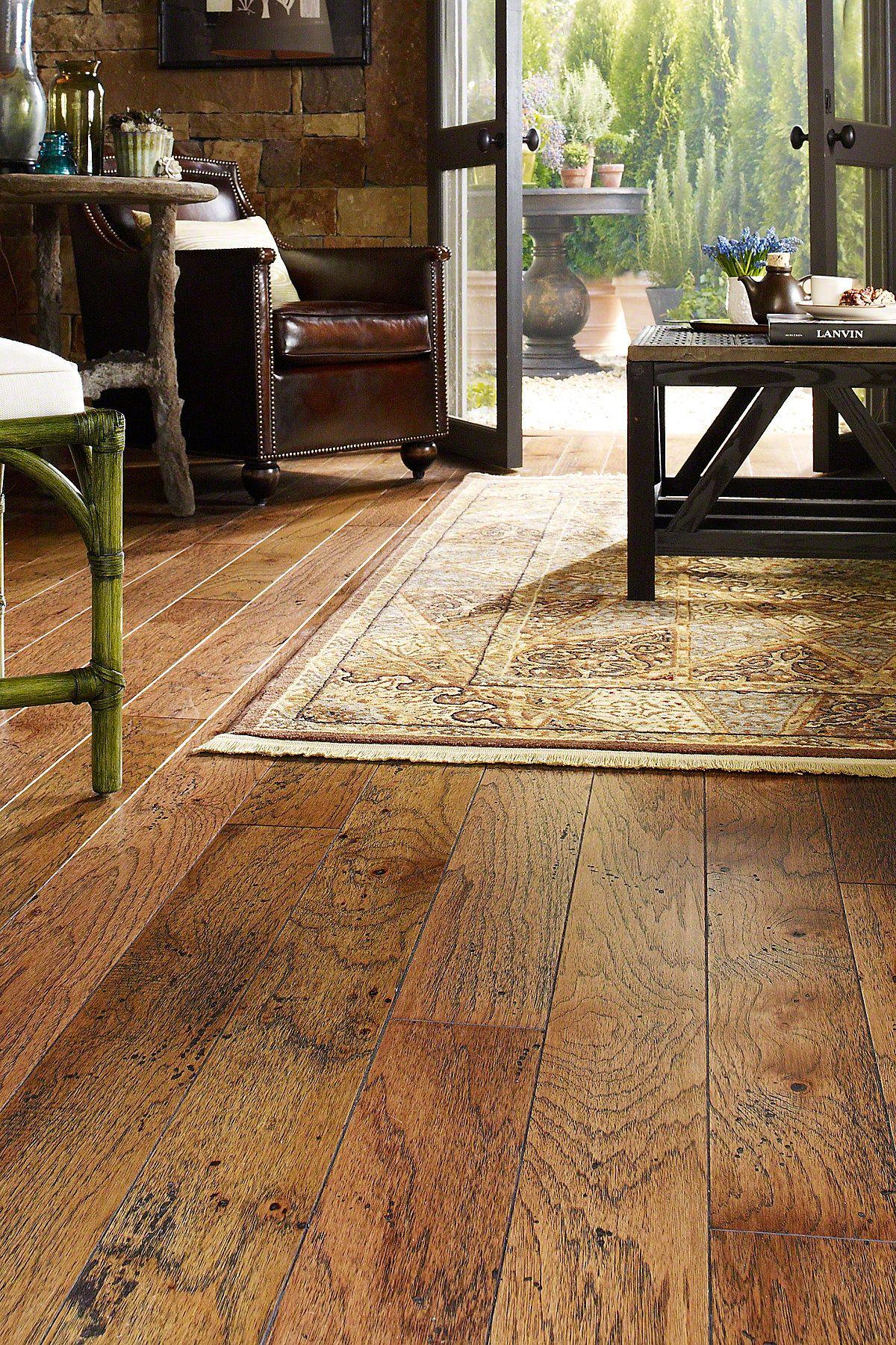 Albermarle Hickory Burnt Sugar Sa000 00881 Hardwoods Sample Shaw Floors Hickory Hardwood Floors Hickory Flooring Flooring