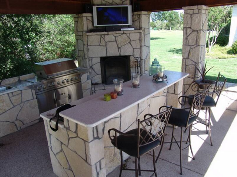 Outdoor Kitchen Design With Mini Bar
