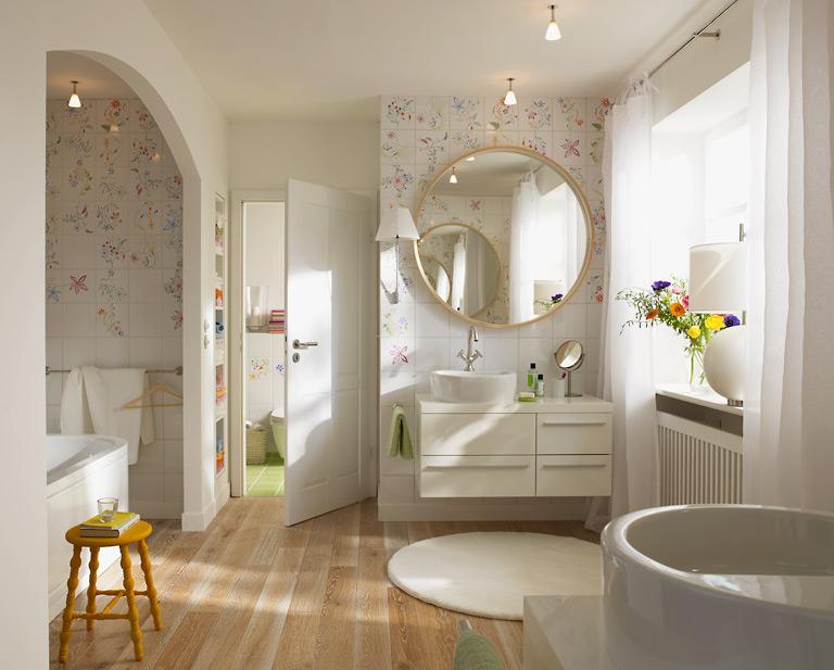 stilvolles badezimmer mit metro fliesen. kleines badezimmer ...