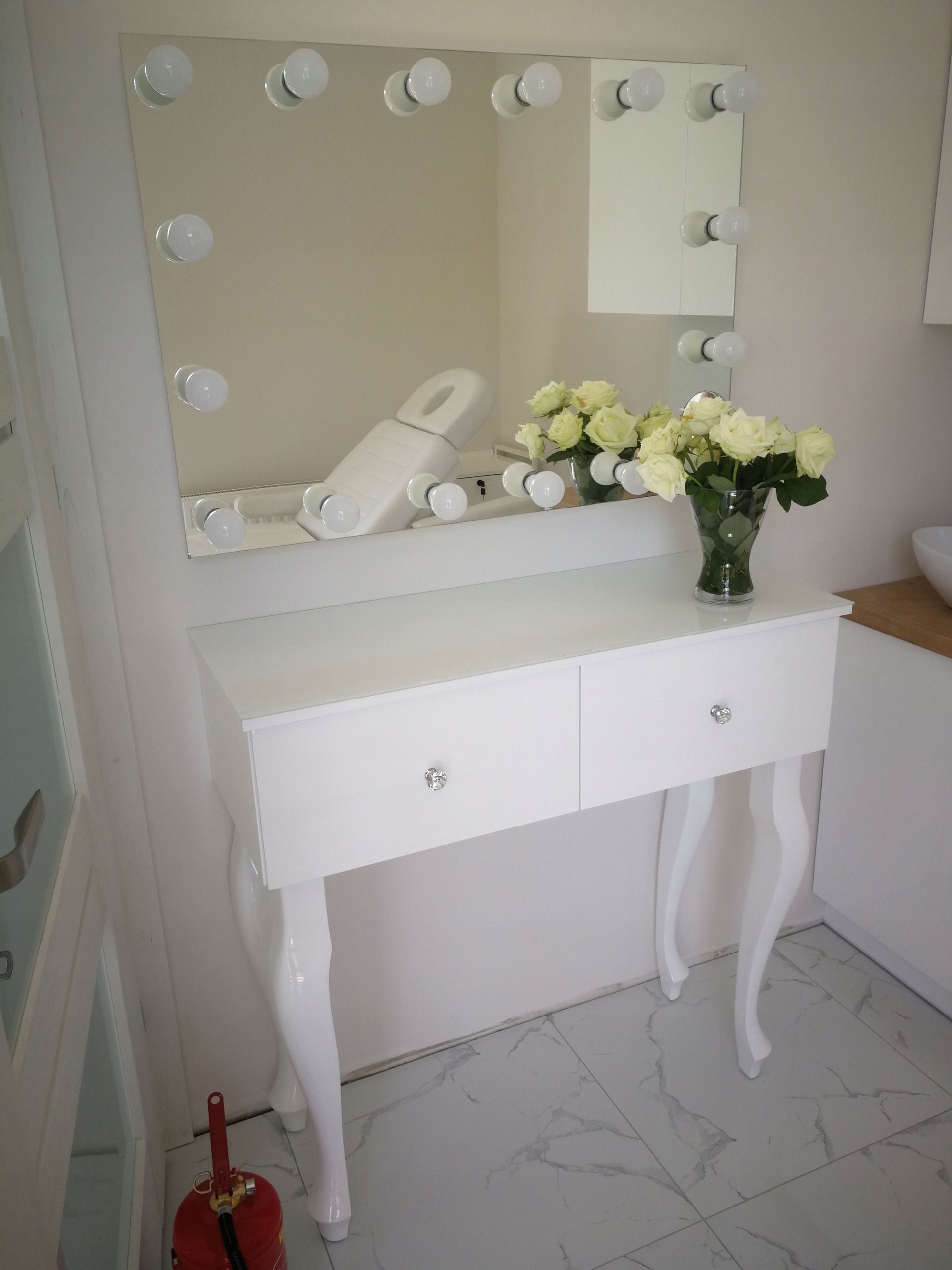 Lustro Do Makijazu 80 X 60 Cm 14 Zarowek Led Home Decor Decor Vanity Mirror