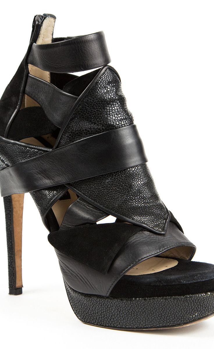 Chrissie Mom's Black Sandal | VAUNTE