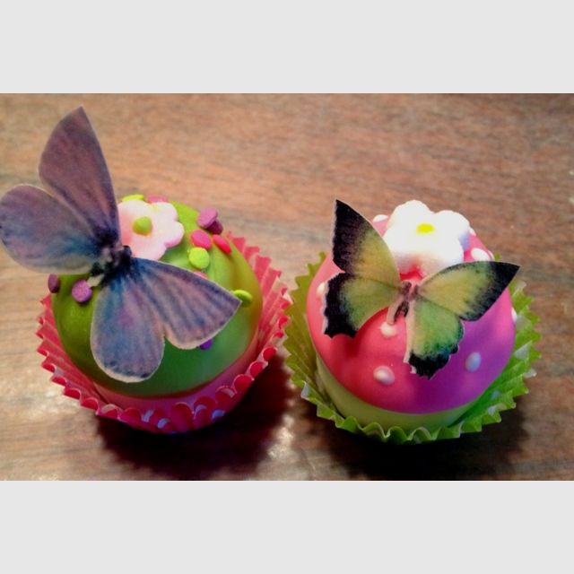 Lovely butterfly cakepops would be great for a teen birthday, baby shower or garden party.