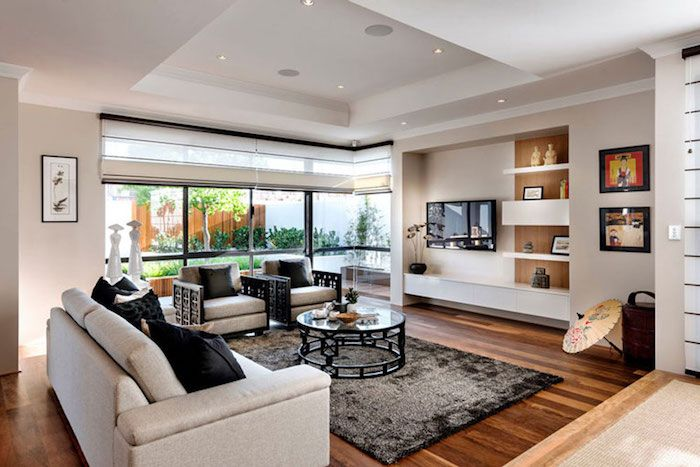 Hochwertig Tv Paneel Buntes Wohnzimmer Wohnbereich Zu Hause Sofa Weiß Mit Schwarzen  Kissen Runder Tisch Teppich Wanddeko