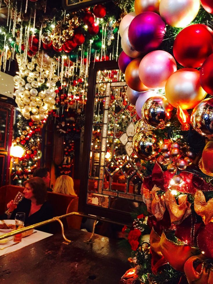 rolfs german restaurant christmas decor manhattan new york holiday extreme decor rolfs nyc christmas best christmas restaurants nyc 281 third