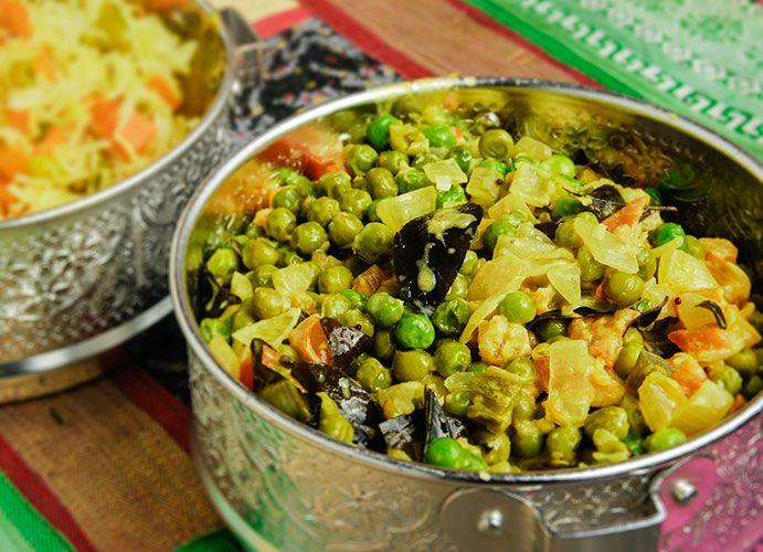 Vous ne verrez plus jamais les petits pois de la même manière! Un accompagnement parfait pour tous les plats indiens ou les viandes grillées. Ingrédients 2 tasses de pois verts congelés 3 c. à soupe d'huile de coco 1 c. à thé graines de moutarde brune 15 feuilles de cari 2 oignons tranchés 3 gousses …