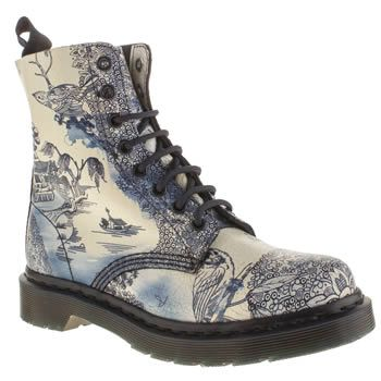 Womens White & Navy Dr Martens Pascal 8-Eye Boot Willow Boots | sc