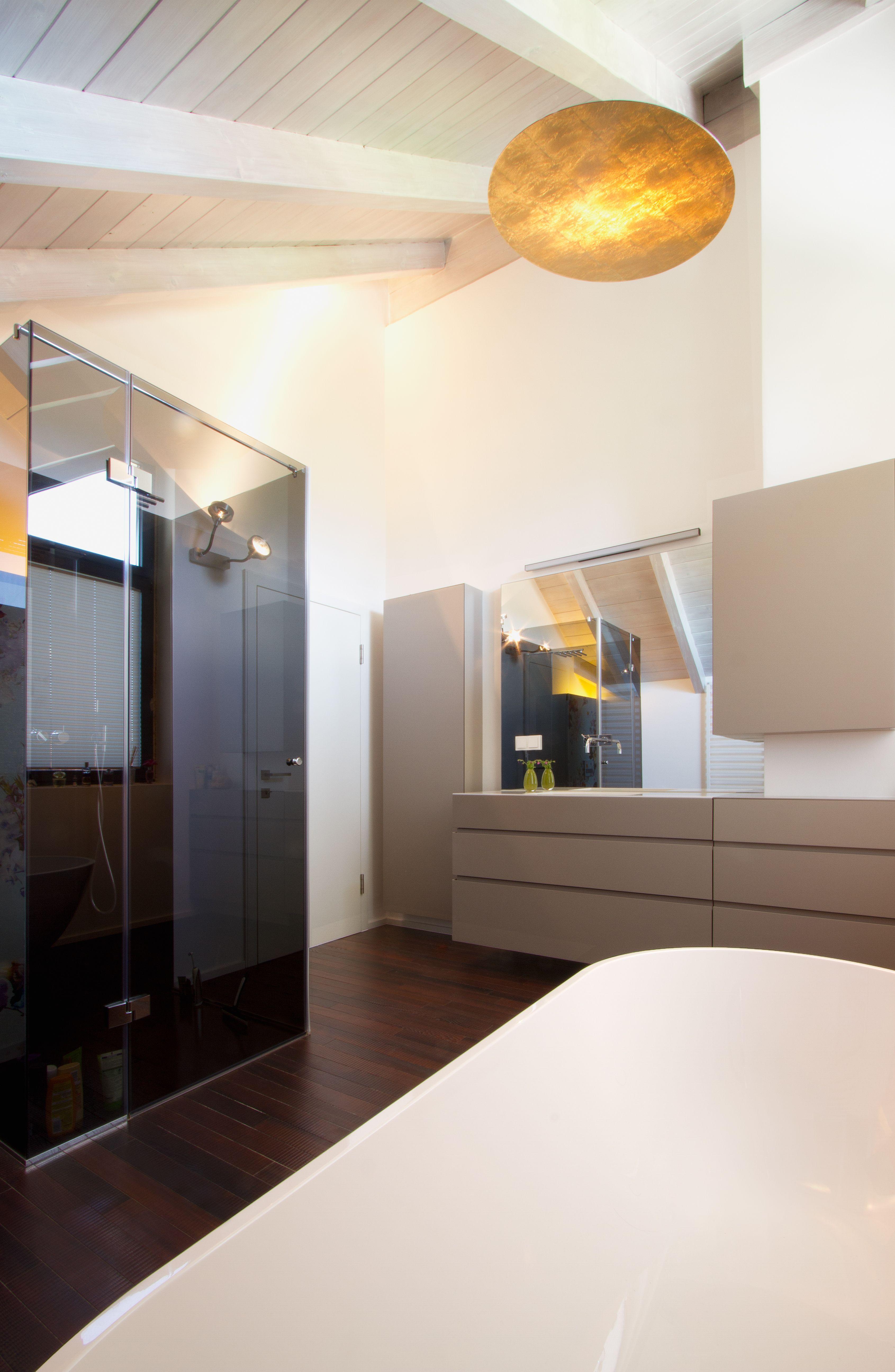 Badezimmer_Dusche_Spiegel_Anrichte_Holzboden Badezimmer