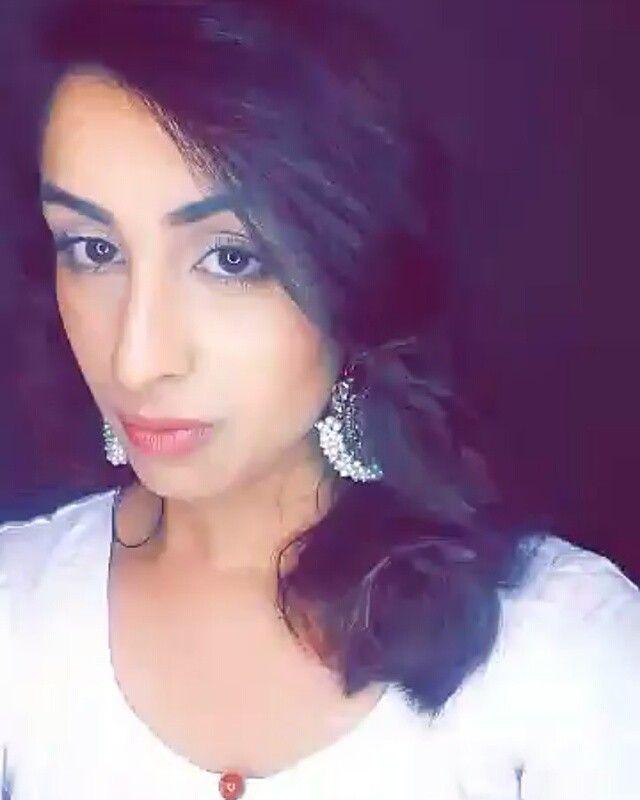 My take on deepika padukone's Bajirao Mastani look. Jewellery: @aalisjewels  @dressyourface #DYFLARMY #dressyourfacelive #zukreat #vampy #glam #cat # eye #black #eyeliner #makeup #mua #ghalichiglam #onfleek #pashamua #nuralailalov #hudabeauty #sadiyah #salehabeauty #kandeejohnson #makeup #cakeface #mascara #motivescosmetics #alia_hr @motivescosmeticsuk #deepikapadukone #bajiraomastani #bollywood #islamabad #love #simple #kundan #aalisjewels via @angela4design by alia_hr