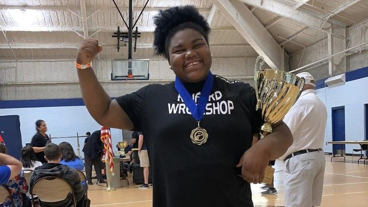15-Year-Old Mahailya Reeves Can Bench 360 Pounds ...