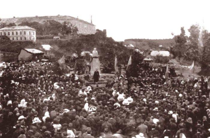 Відкриття пам'ятника Шевченкові у Винниках. Фото 1913 року