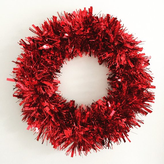 Hgtv Holiday House Feature Red Tinsel Wreath Tinsel Christmas Wreath Trendy Christmas Wreath Ch Christmas