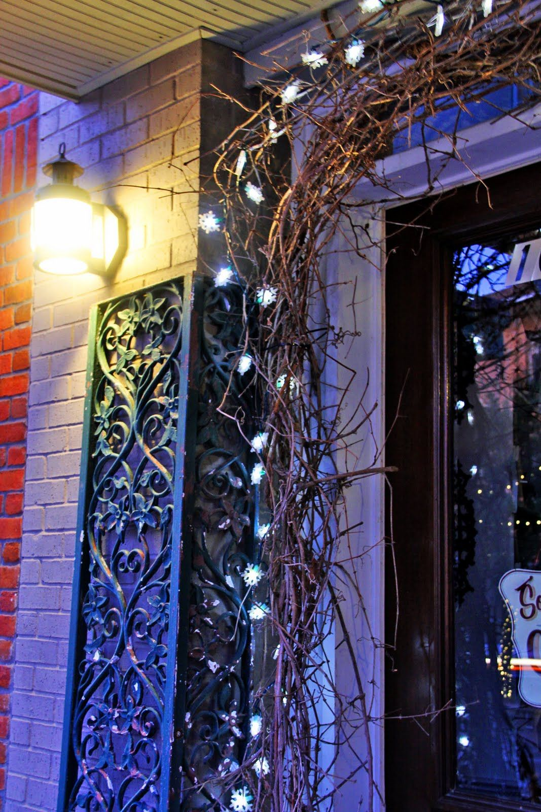 Decorating with Grapevine Garland   View full size ... on Vine Decor Ideas  id=69313