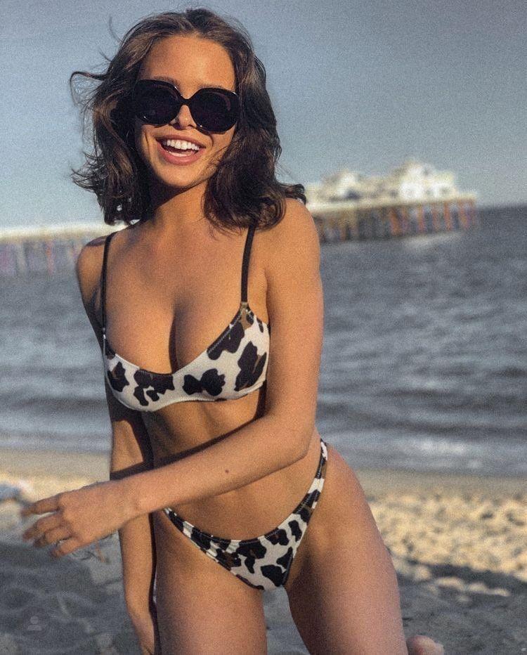 Jessica Lowe Sexy