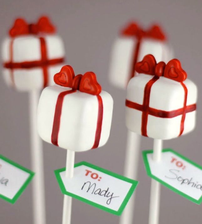 Are you looking to jazz up desserts this holiday season? Take a look at the plethora of cake pops we'll be munching on from November to January.