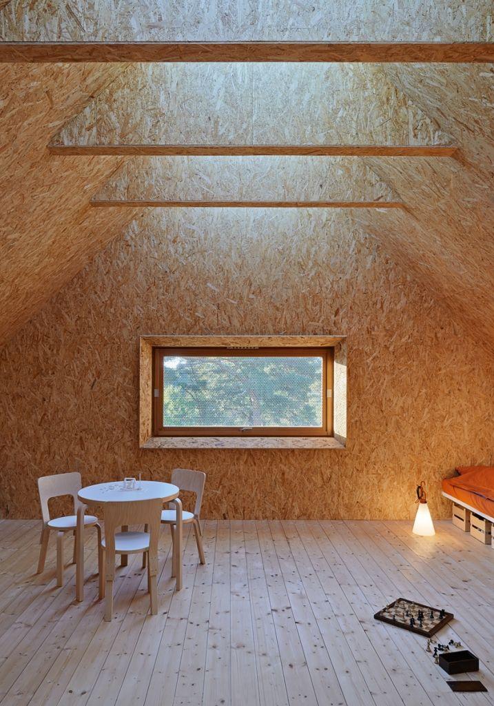 Schlafzimmer im Dachgeschoss mit hellem Fichte Parkett interior - schlafzimmer möbel martin