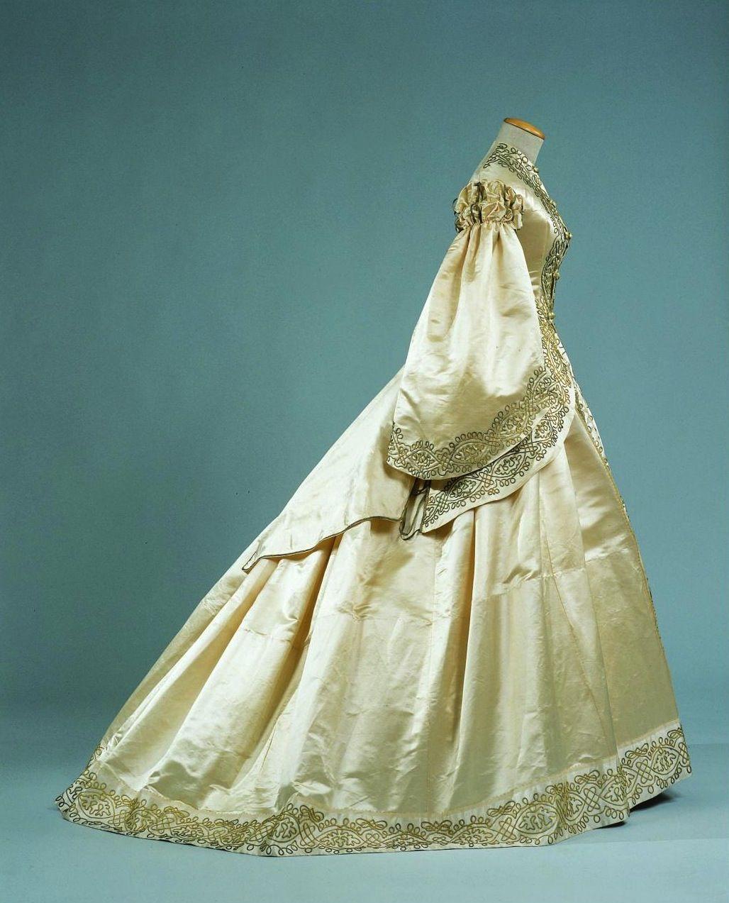 Wedding dress, 1862 From the Palazzo Pitti via Cultura Italia ...
