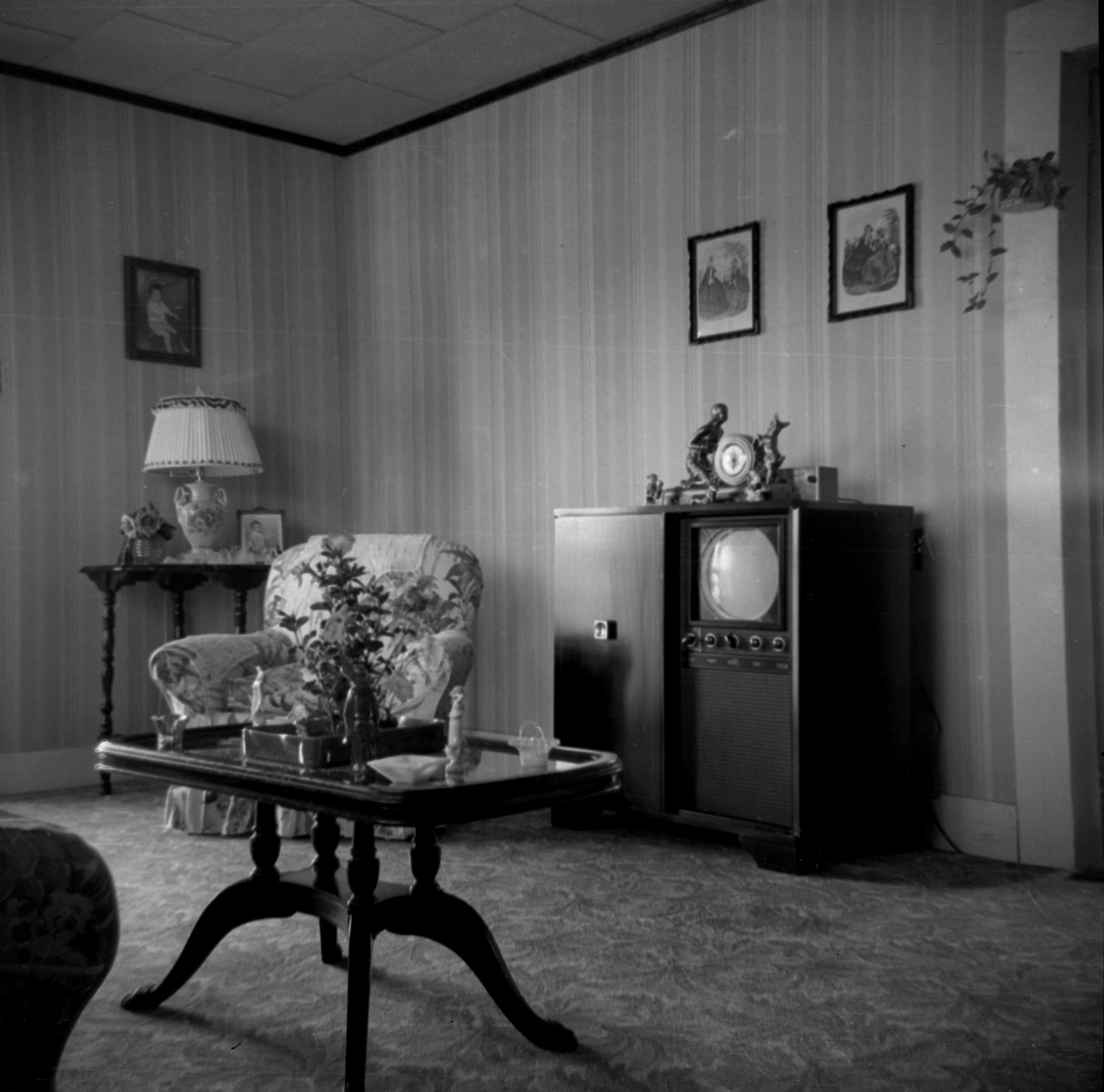 Living Room 1950s early 1950s living room [http://fleamarketphotobox.wordpress