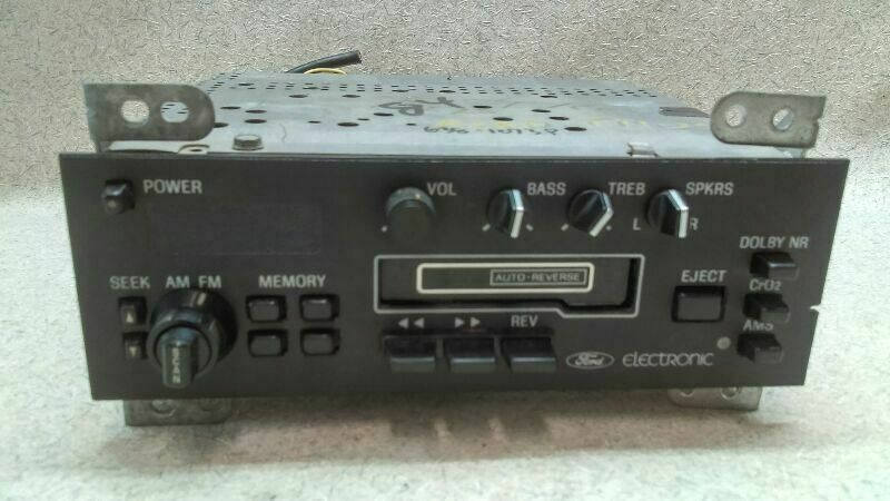 Stereo Radio Am Fm Cassette Fits 82 84 Ford Bronco G138 170778