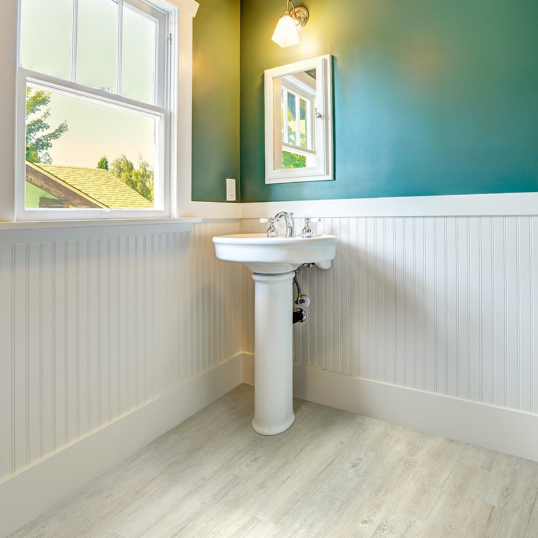 Tegola country single plank 115 whitewash pine luxury for Luxury vinyl bathroom flooring