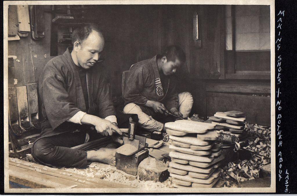 下駄職人さん。Shoemakers making geta sandals, ca. 1914-1918 by Elstner Hilton