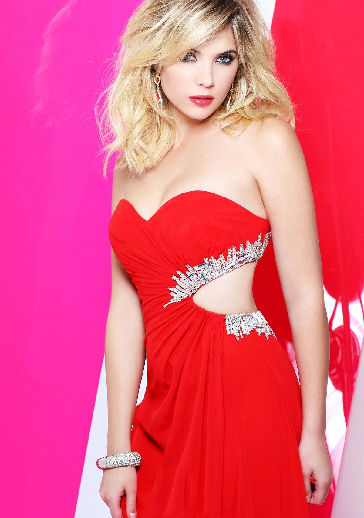 Ashley Benson / Hanna Marin | Pretty Little Liars | Pinterest | Rojo