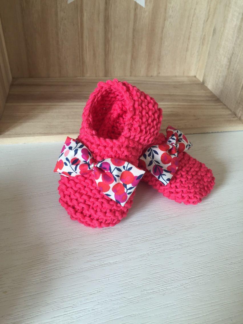 86cdf5c4d9e5c Chaussons bébé en laine rose vif avec son joli petit noeud entièrement   Mode  Bébé par les-etoiles-d-inea