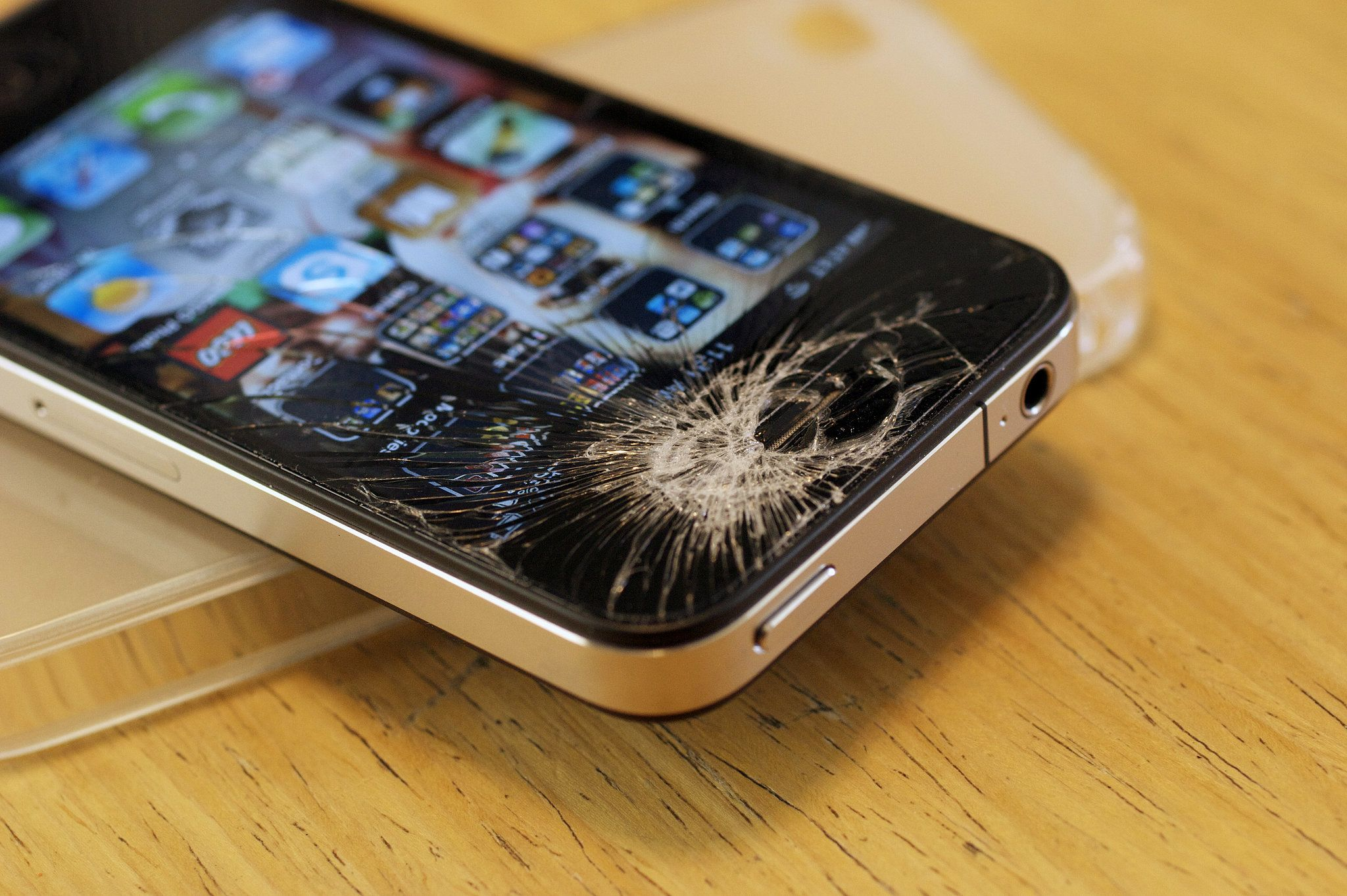 Apple Has a New Solution For Your Cracked iPhone | Iphone repair, Iphone