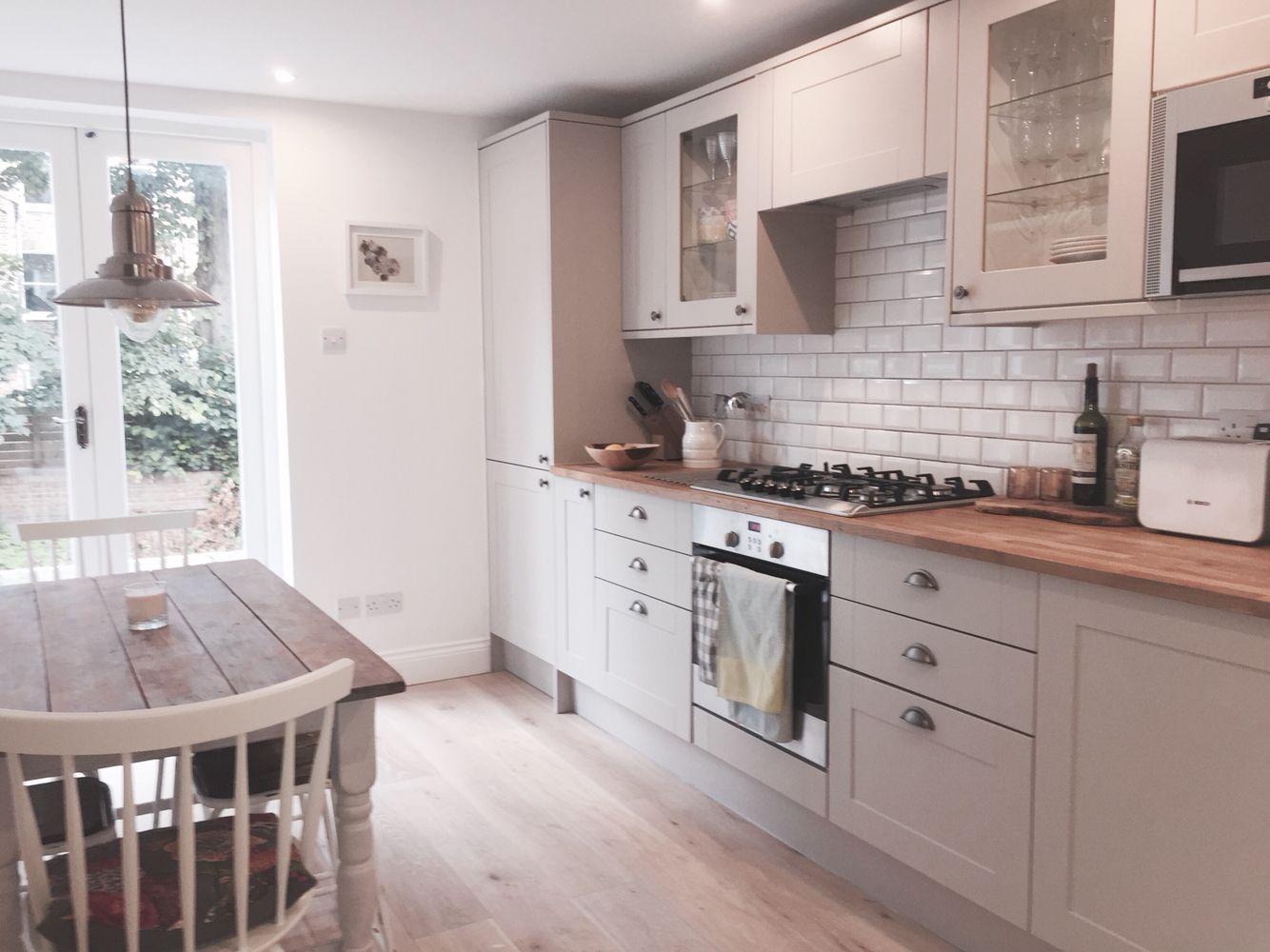 Best Kitchen Howdens Benthal Road In 2019 Farmhouse Kitchen 640 x 480
