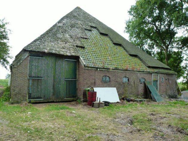 Kreil - Westfriese Omringdijk 30 - vervallen stolpboerderij | Oude huizen,  Oude boerderijen, Boerderij