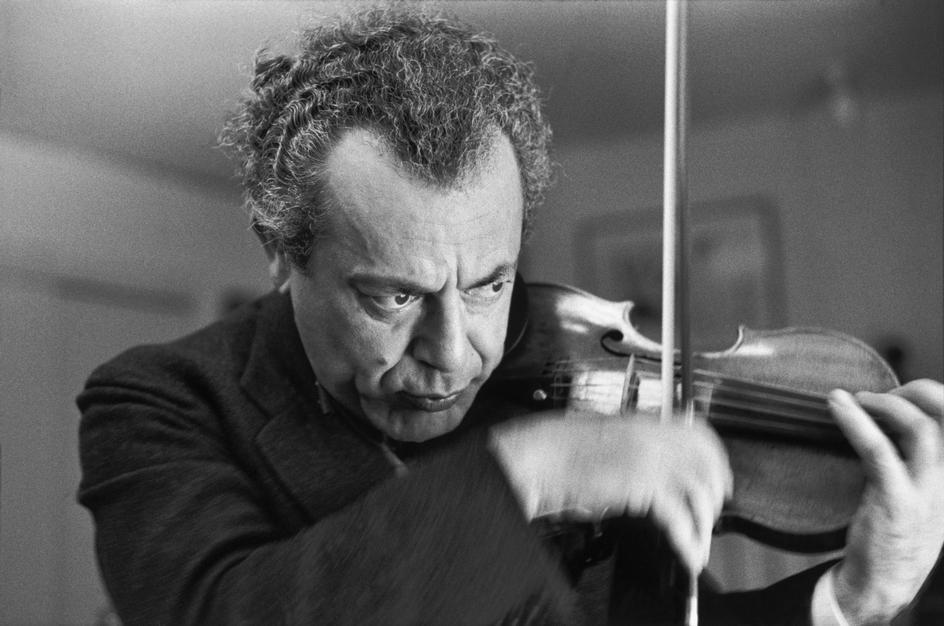Henri Cartier-Bresson, Le violoncelliste Alexander Schneider. © Henri Cartier-Bresson/Magnum Photos.