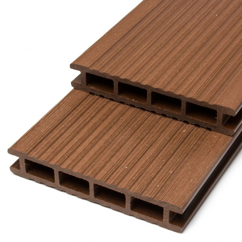 Terrassendielen WPC 24x140 mm mit Hohlkammerprofil. Diese