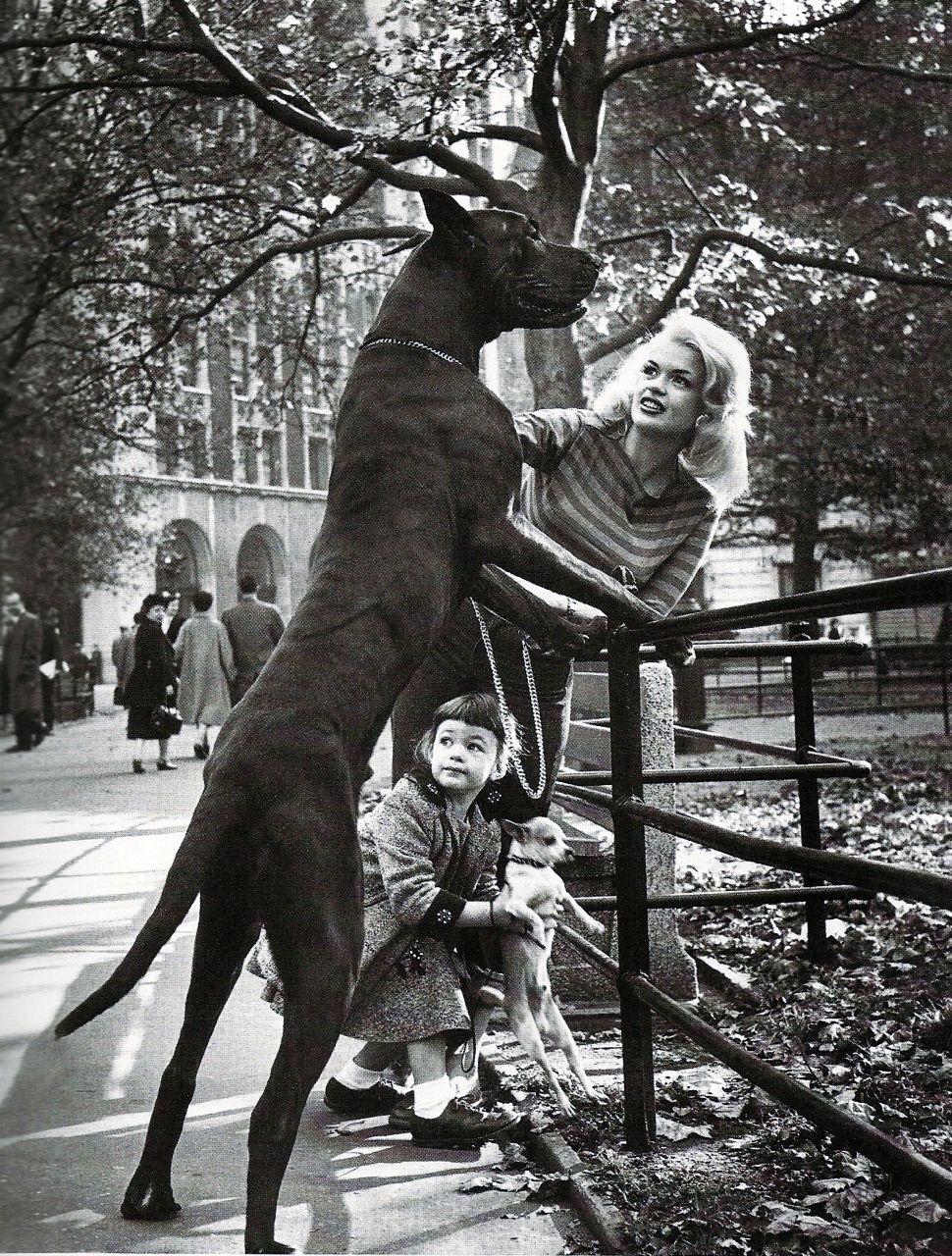 Jayne Mansfield And Her Daughter Marsika Hargitay In New York